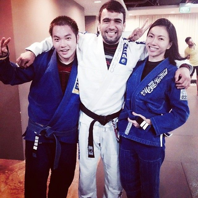 "Soo Wei recieves her second stripe from Prof. Leandro ""Brodinho"" Issa"
