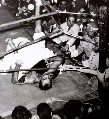 Waldemar Santana in Helio Gracie's guard