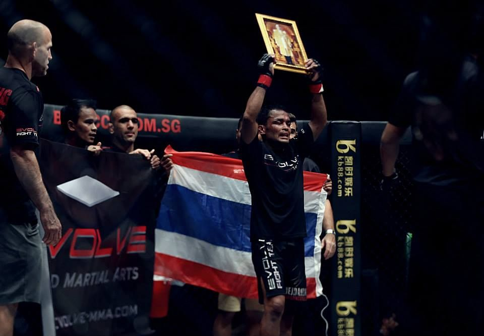 HISTORIC WIN: Dejdamrong Sor Amnuaysirichoke Becomes Thailand's First MMA World Champion