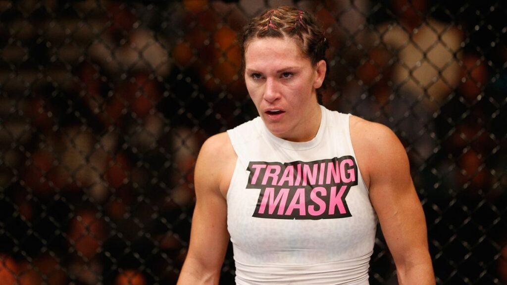 110514-UFC-Cat-Zingano-stands-in-her-corner-PI.vresize.1200.675.high.88
