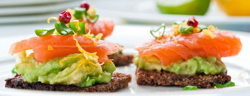 Avocado_and_Smoked_salmon-833x321