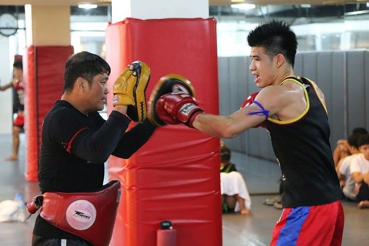 evolve student training muay thai