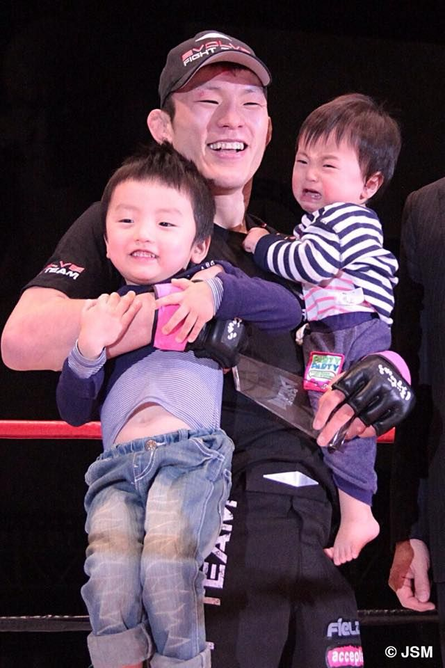 Shinya Aoki and kids