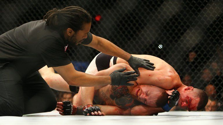 Nate Diaz finished the fight against Conor McGregor with a rear naked choke.