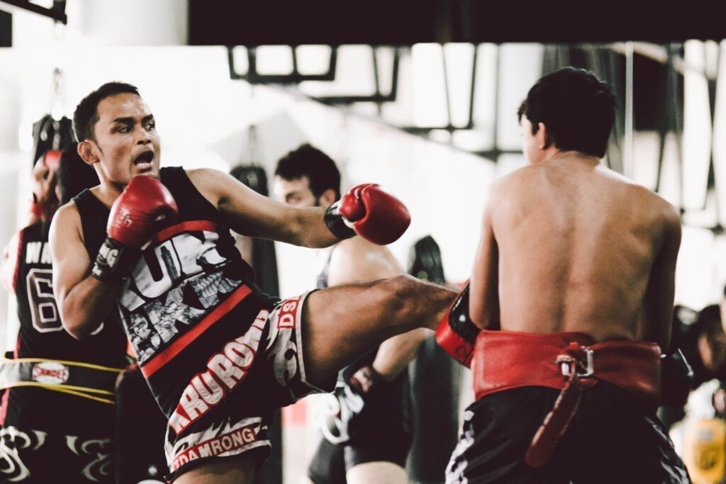 WATCH: Essential Roundhouse Kick Combinations For Every Muay Thai Practitioner (Videos)