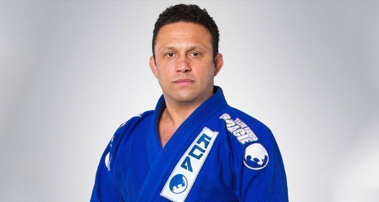 A world famous Jiu-Jitsu coach, Renzo Gracie has helped train a number of professional fighters such as: Georges St-Pierre, Frankie Edgar, Chris Weidman, Matt Serra, Ricardo Almeida, Roy Nelson, Rodrigo Gracie and Paul Creighton.
