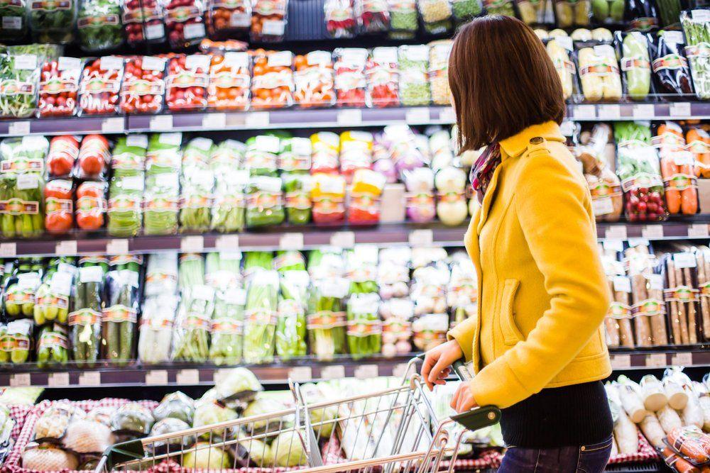 grocery_shop_woman