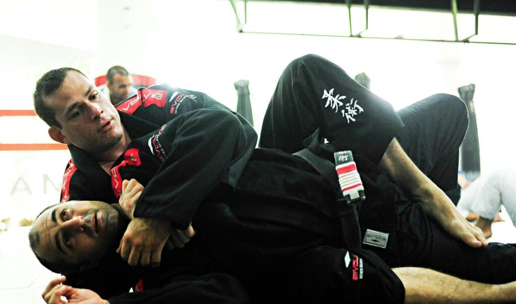 Roger Gracie is the only Black Belt competitor in the Mundials World Championship to have submitted all his opponents.