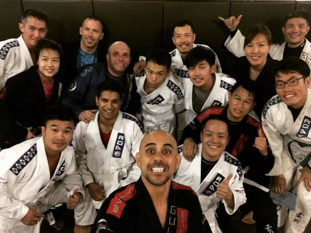 A happy group of BJJ students.