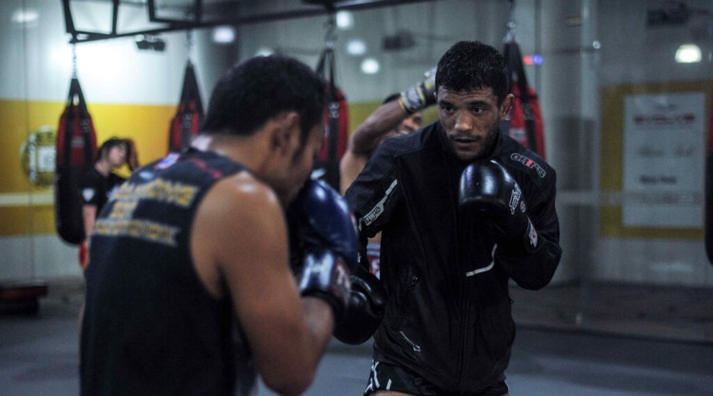 muay-thai-and-boxing-sparring