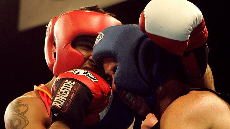 How To Use The Clinch Effectively In Boxing
