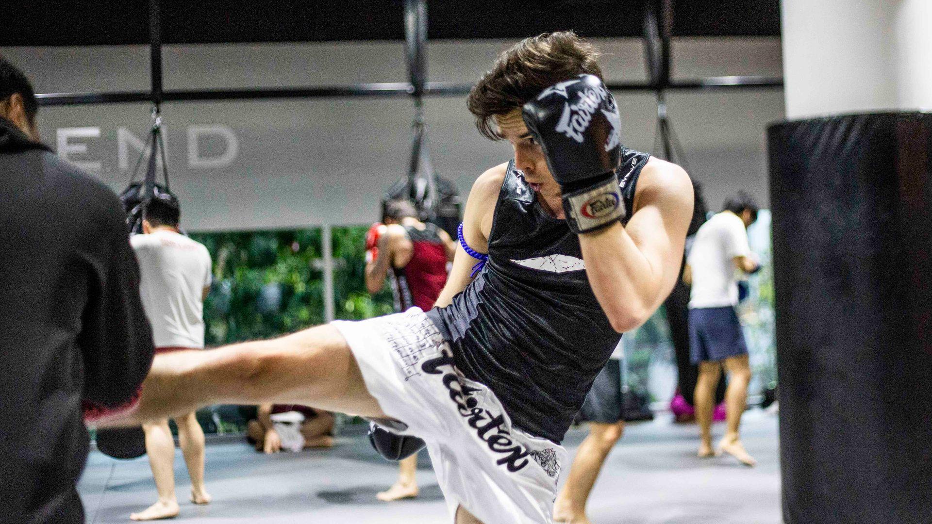 Muay-Thai-Roundhouse-Kick
