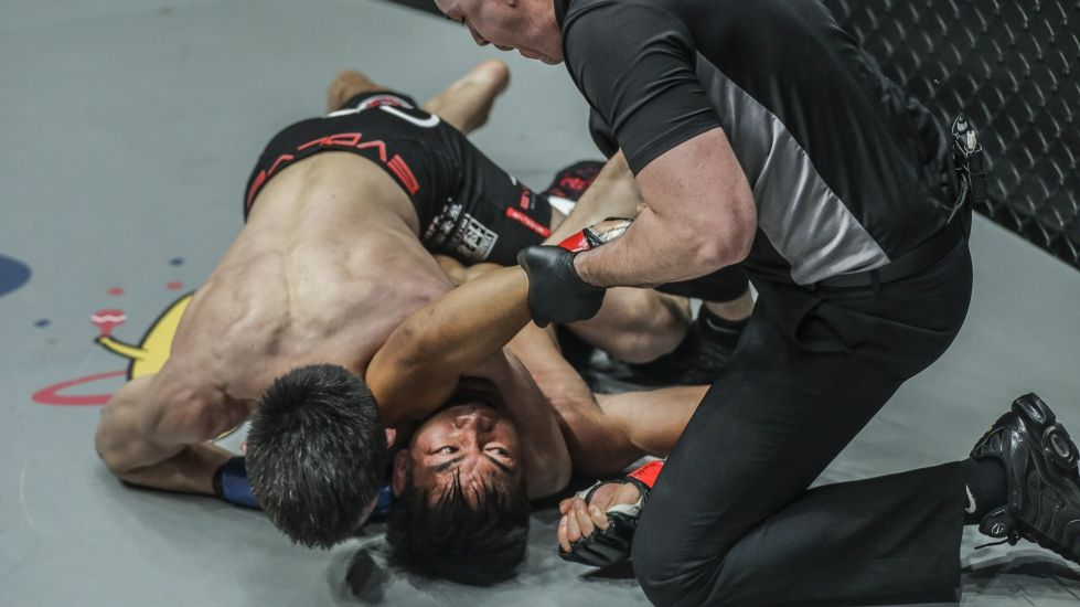 Shinya-Arm-Triangle-ONE-Championship