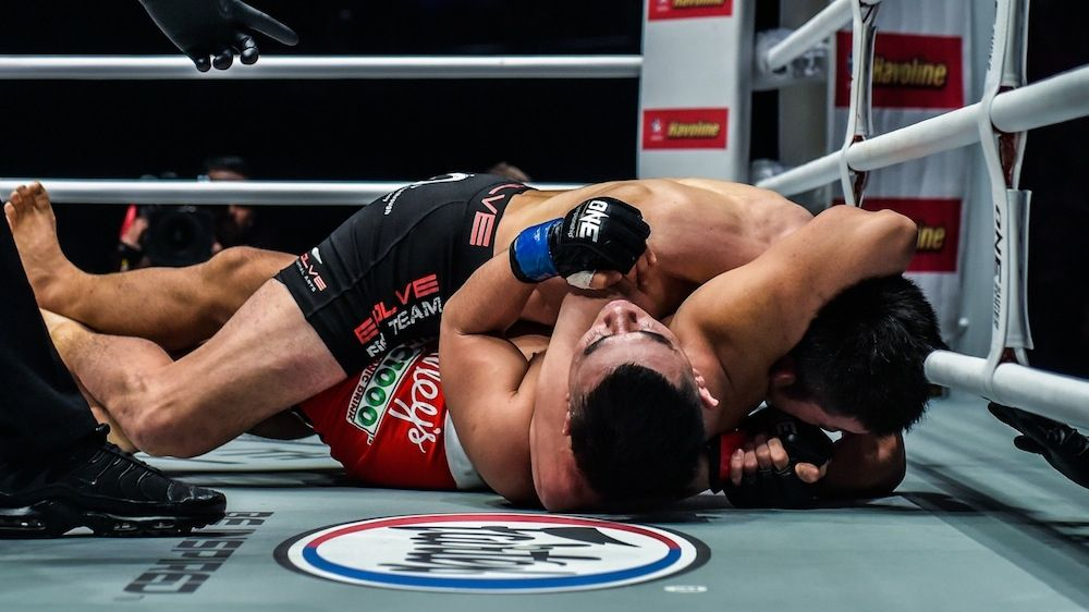Shinya-ONE-Championship-Arm-Triangle