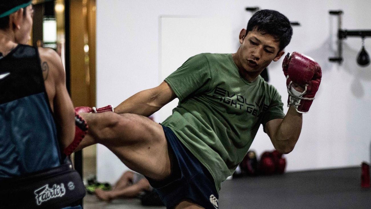 Hiroki-Akimoto-Muay-Thai-Kick