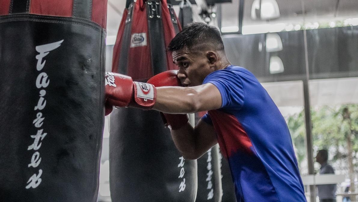 Eko Roni Saputra boxing