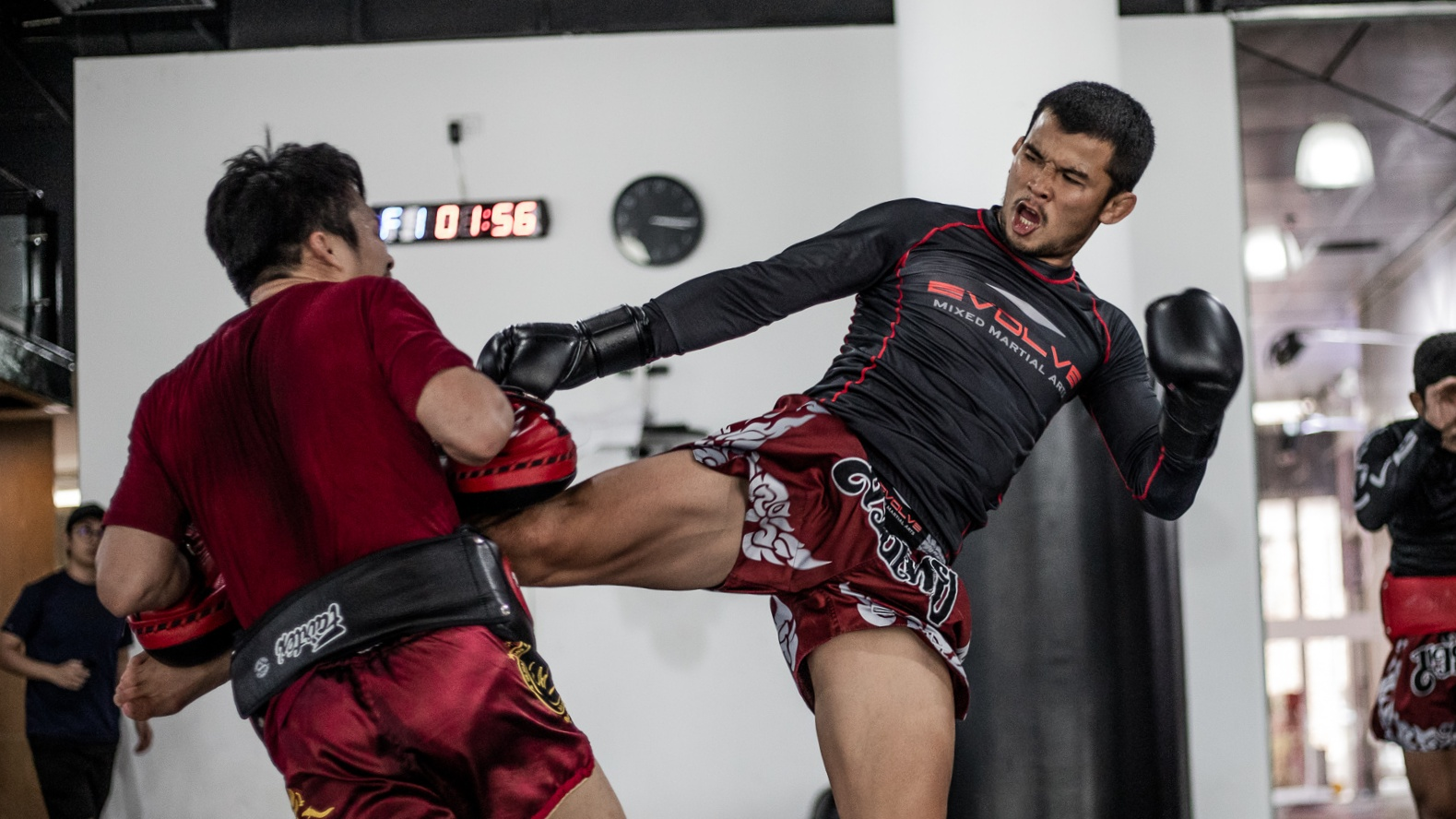 Nong-O Muay Thai Kick