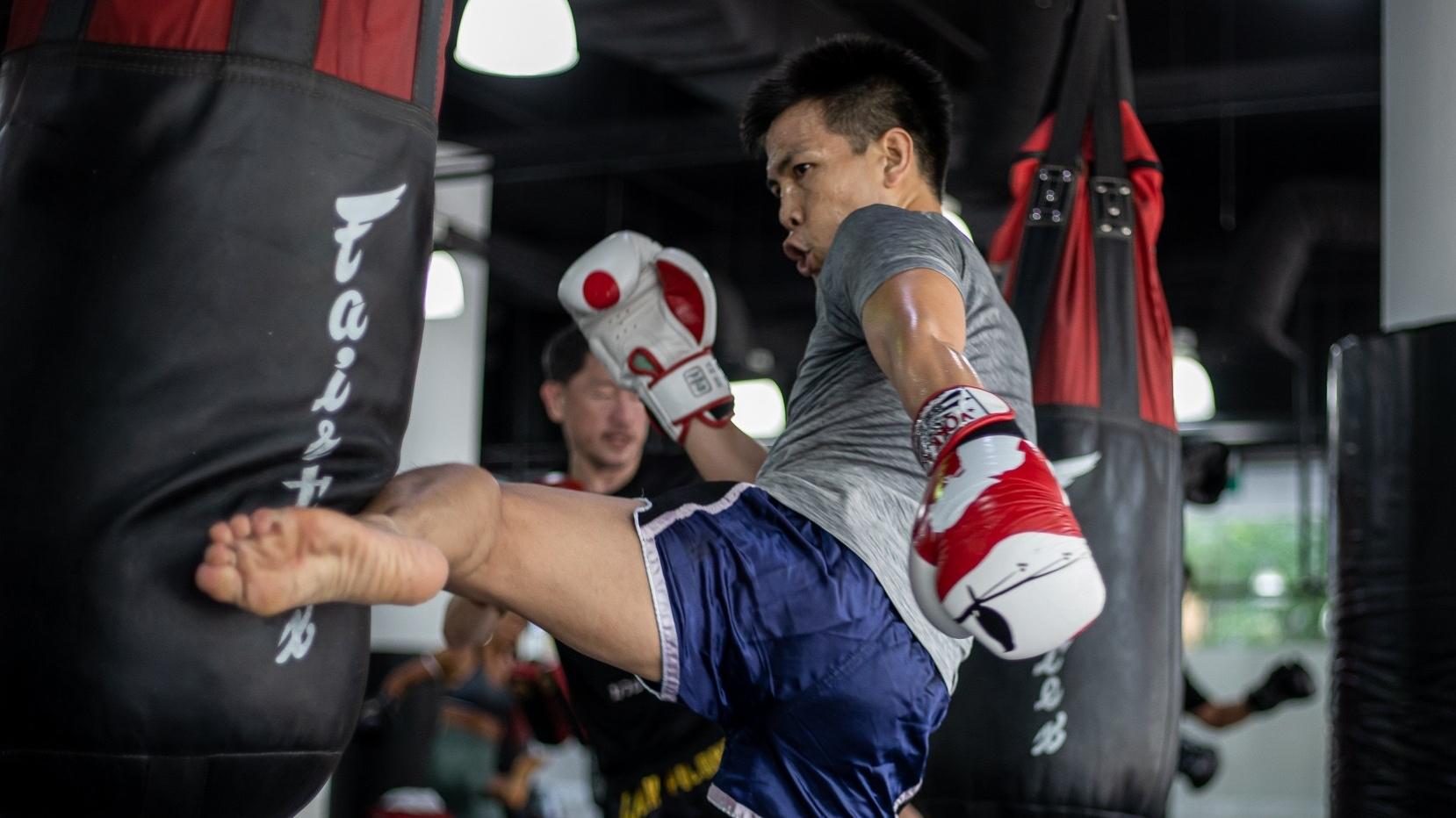 muay thai bag kick