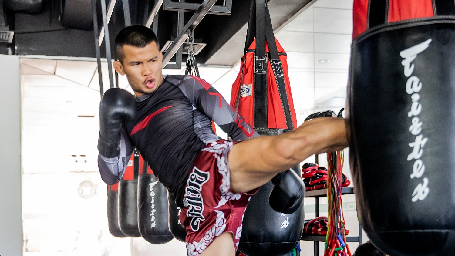 muay thai gym kick nong-o