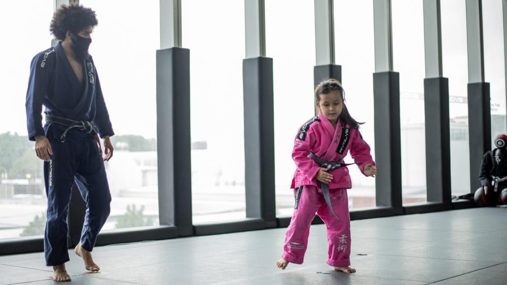 bjj kid training in class