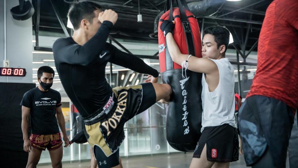 muay thai kick bag training