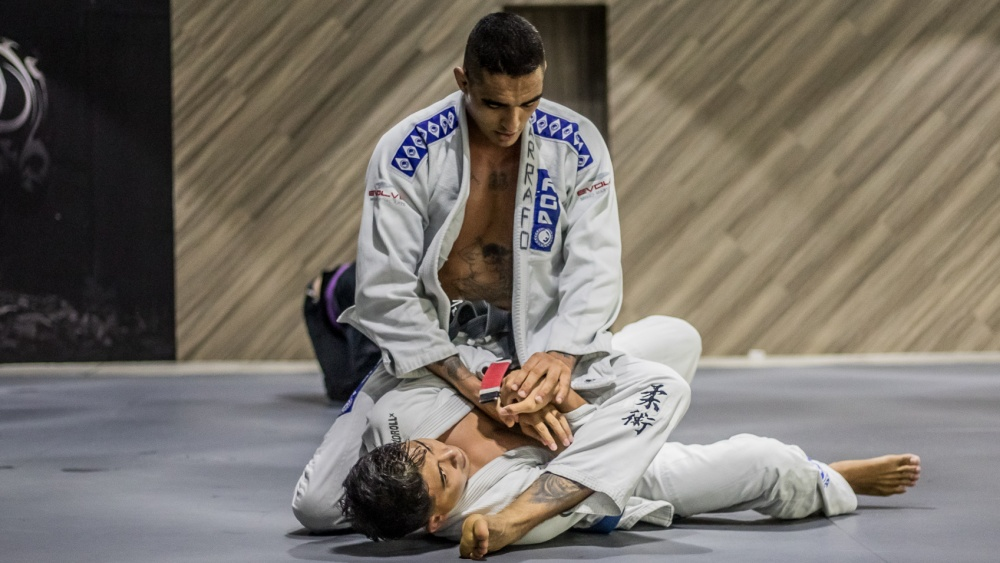 5 Attacks From The Mount Position In BJJ