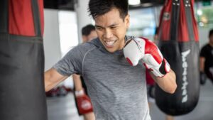 Boxing Strategy: How To Deal With Aggressive Punchers